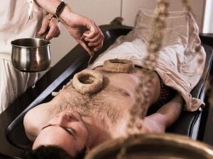 vital-veda-body-treatments-chakra-hrdaya-basti-1200x900